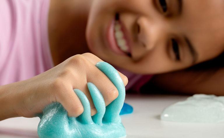 Come fare lo slime con la soluzione per le lenti a contatto